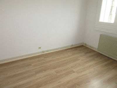 TEXT_PHOTO 3 - LOCATION APPARTEMENT F3 MONTLUCON
